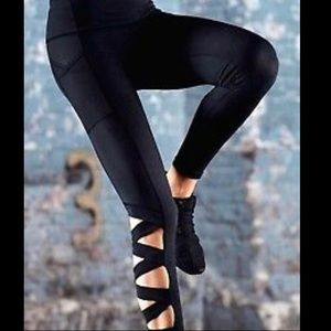 🆕 VS Sport • Knockout Crisscross Tights